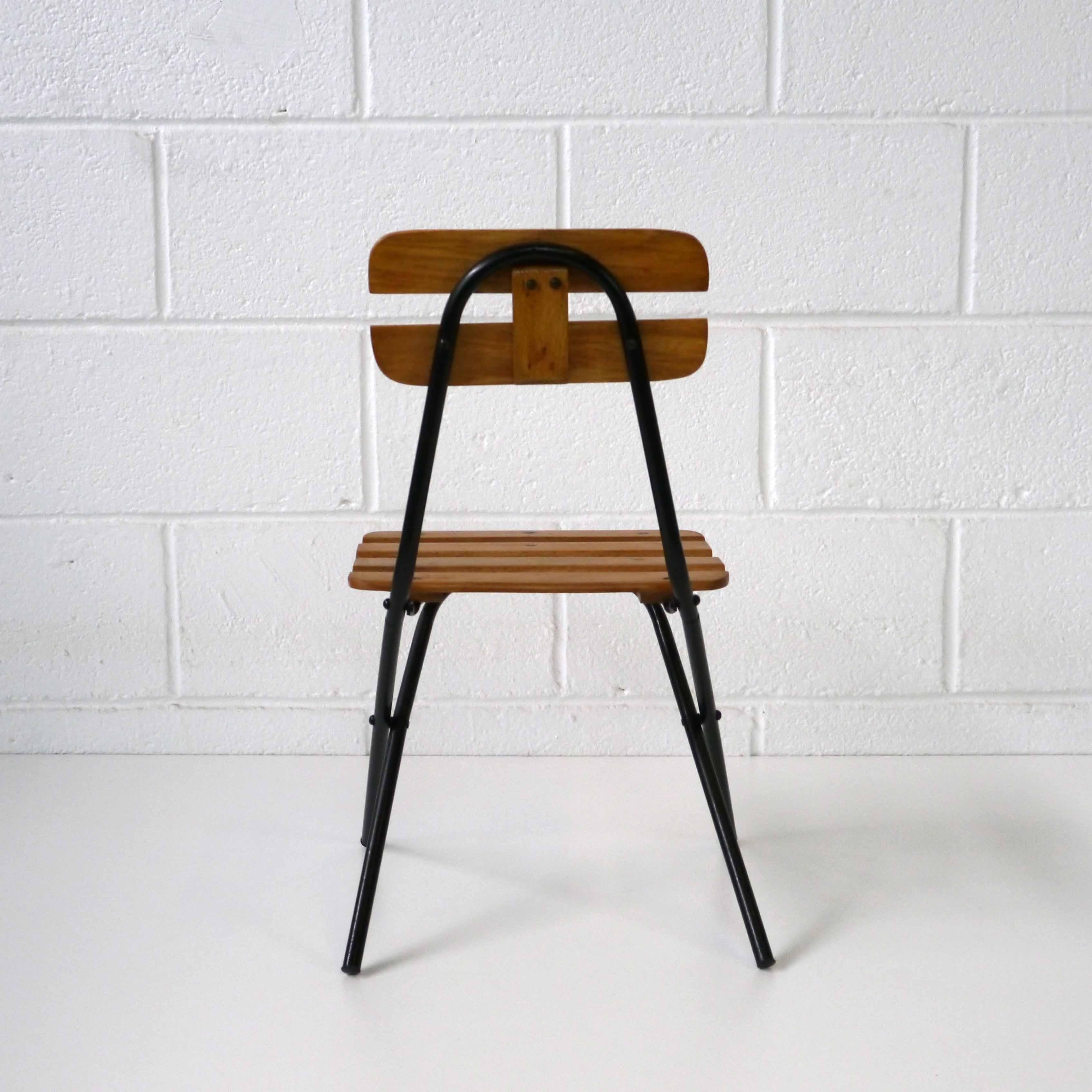 chaise pliante enfant design la marelle mobilier et d co vintage enfants. Black Bedroom Furniture Sets. Home Design Ideas